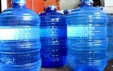 Bỏ thuốc độc vào bình nước uống để đầu độc gia đình người yêu