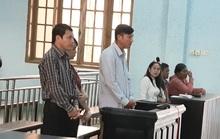 Chánh văn phòng UBND huyện hầu tòa vì dính đất đai