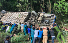 Cận cảnh hiện trường vụ xe khách lao xuống vực, 5 người chết