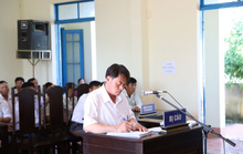 Vụ chủ tịch xã kêu oan: Tòa đề nghị hủy... bản án chính mình tuyên