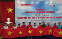 Tiếp tục trao 1.000 lá cờ Tổ quốc cho ngư dân Phú Quốc