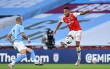 Người hùng Arsenal tỏa sáng, Man City tan tác mộng ăn ba