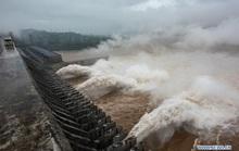 Nước cuồn cuộn đổ về, đập Tam Hiệp an toàn vượt qua đỉnh lũ