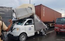 TP HCM: Xe container mất thắng tông liên tiếp 5 xe tải, giao thông ùn tắc
