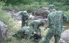 Bộ đội biên phòng đánh án giữa rừng, bắt người Lào vận chuyển 8.000 viên ma túy qua biên giới