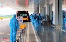 12 người trên một chuyến nay từ Nga về mắc Covid-19