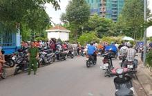 Nam thanh niên gục chết cạnh xe máy, dao Thái Lan găm trên ngực