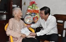 Chủ tịch UBND TP HCM Nguyễn Thành Phong thăm gia đình chính sách