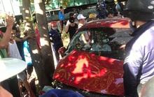 CLIP: Kinh hoàng cảnh ôtô cố băng qua đường bị tàu hỏa tông