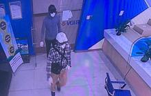 Công bố hình ảnh 2 tên cướp bịt mặt, nổ súng cướp 942 triệu đồng tại Ngân hàng BIDV