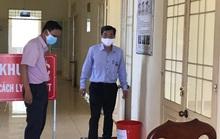 Phong tỏa 1 khoa của bệnh viện, truy tìm người đi chung xe khách có người mắc Covid-19