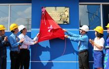 Gắn biển công trình chào mừng ngày thành lập Công đoàn Việt Nam