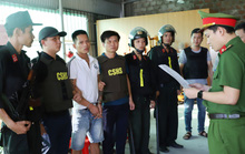 """Bắt nhóm chuyên""""bảo kê"""" trước nhà máy Formosa, thu nhiều súng, đạn"""