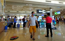 Nam hành khách nhổ nước bọt vào nhân viên hàng không