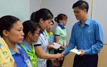 Lãnh đạo Tổng LĐLĐ Việt Nam thăm hỏi công nhân khó khăn