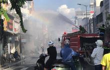 Shop thời trang ở trung tâm TP Huế bốc cháy ngùn ngụt
