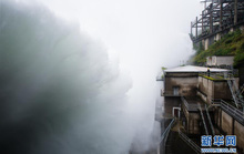 Hồ thủy điện lớn nhất miền Đông Trung Quốc mở 9 đập tràn xả lũ