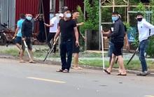Hai băng nhóm đi ô tô cầm mã tấu đâm chém loạn xạ ở Đồng Nai