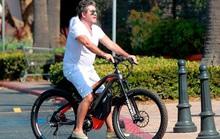 Ngã xe đạp diện, Simon Cowell phẫu thuật 6 giờ