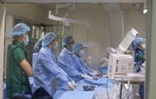 Nhờ đặt stent graft, cụ ông 82 tuổi thoát khối u có mạch đập tại bụng