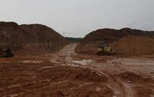Khai thác đất trái phép còn điều khiển xe ben tông công an
