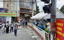 CLIP: Hàng trăm người reo mừng trên đường Hồ Văn Đại ở Biên Hoà