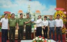 Báo Người Lao Động thăm, chúc mừng Công an TP HCM nhân ngày truyền thống CAND