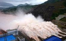 Mưa lũ khiến 6 người chết, hồ chứa thủy điện Lai Châu phải xả 5 cửa