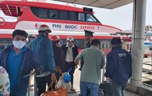 Hành khách vui mừng khi tàu cao tốc ra, vào Phú Quốc hoạt động trở lại
