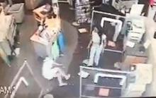 Mỹ: Nhắc người khác đeo khẩu trang, bị đẩy ngã gãy chân