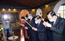 Lãnh đạo TP HCM dâng hương tưởng niệm Chủ tịch Tôn Đức Thắng