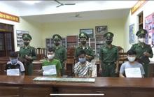 Bắt 4 kẻ ôm 10 bánh heroin vào Việt Nam trong mưa lớn, sương mù