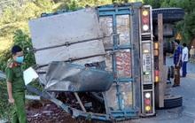 Xe tải lật khi đổ đèo, tài xế nhập viện, 2 mẹ con tử vong