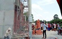 Giàn giáo công trình khu nhà phố bị đổ sập, 2 người chết, 6 người bị thương