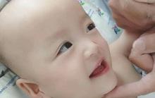 Khoảnh khắc đốn tim của  2  bé Trúc Nhi - Diệu Nhi