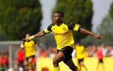 "Bundesliga sửa luật vì ""thần đồng"" Moukoko"