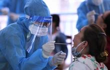 Đà Nẵng xét nghiệm Covid-19 cho hơn 700 du khách trước khi bay về TP HCM
