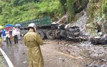 Xe đầu kéo lao vào vách núi, tài xế và phụ xe chết trong cabin