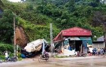 Sạt lở đất khiến tường nhà đổ sập đè chết nam sinh 14 tuổi