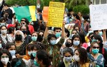 Pakistan ngùn ngụt lửa giận vì phụ nữ bị cưỡng hiếp trước mặt con