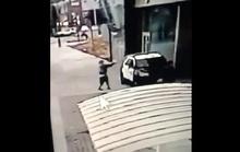 Hai cảnh sát bị phục kích ngay trong xe tuần tra, Tổng thống Trump nặng lời