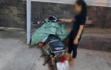 TP HCM: Bắt quả tang một phụ nữ đổ trộm bao rác, phạt 4 triệu đồng