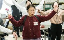 """""""Người bà quốc dân"""" Na Moon Hee: U80 vẫn đóng phim hành động"""