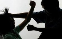Chồng trẻ đâm vợ 3 nhát vì không đồng ý cho vợ đi làm