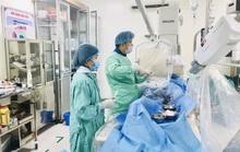 Cứu sống 2 người đàn ông ở Quảng Bình bị ho ra máu sét đánh trước…phút lâm nguy