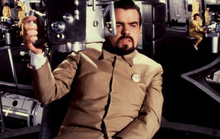Nam diễn viên phụ xuất sắc nhất tại Cesar lần thứ 36 James Bond qua đời