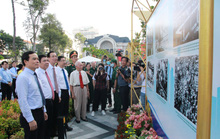 Lãnh đạo TP HCM dự triển lãm ảnh và họp mặt kỷ niệm 75 năm ngày Nam Bộ Kháng chiến
