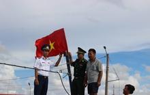 Tặng cờ Tổ quốc cho ngư dân An Minh và Đất Đỏ