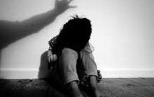 Tá hỏa phát hiện vùng kín của con gái 10 tuổi tấy đỏ, nghi bị xâm hại tình dục