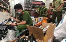 Cửa hàng túi xách giấu hàng ngàn hung khí nguy hiểm phía sau bếp